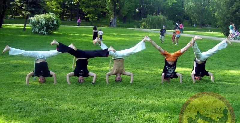 Trening capoeira w parku sienkiewicza